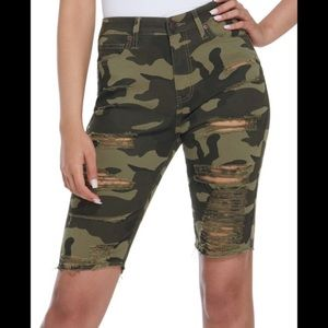 NWT Guess Camo Distressed Bermuda Shorts S…